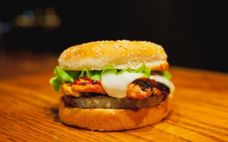 Food-23-foodPhoto-861-serfburger