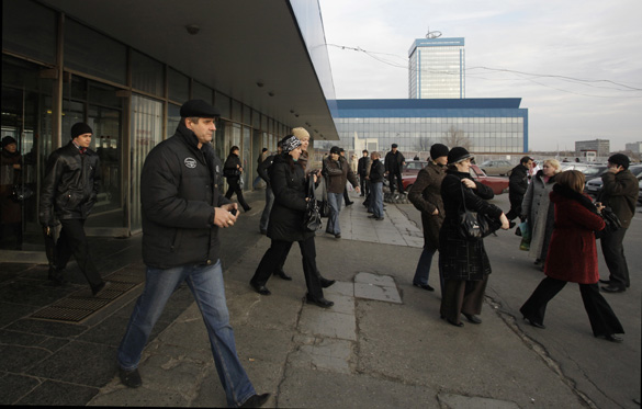 Employees leave the AvtoVAZ factory in Togliatti, Russia, on Tuesday, Nov. 17, 2009. Photographer: Alexander Zemlianichenko Jr/Bloomberg
