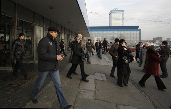 Employees leave the AvtoVAZ factory in Togliatti, Russia, on Tuesday, Nov. 17, 2009. Photographer: Alexander Zemlianichenko Jr/Bloomberg