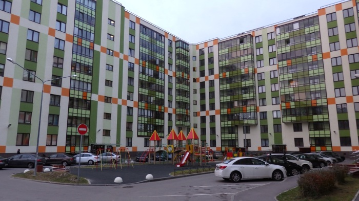 A colorfully finished block of flats in the Vienna estate