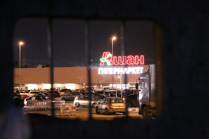 An Auchan hypermarket, visible from striking truckers' camp in Tyoply Stan. Photo by and courtesy of anatrrra