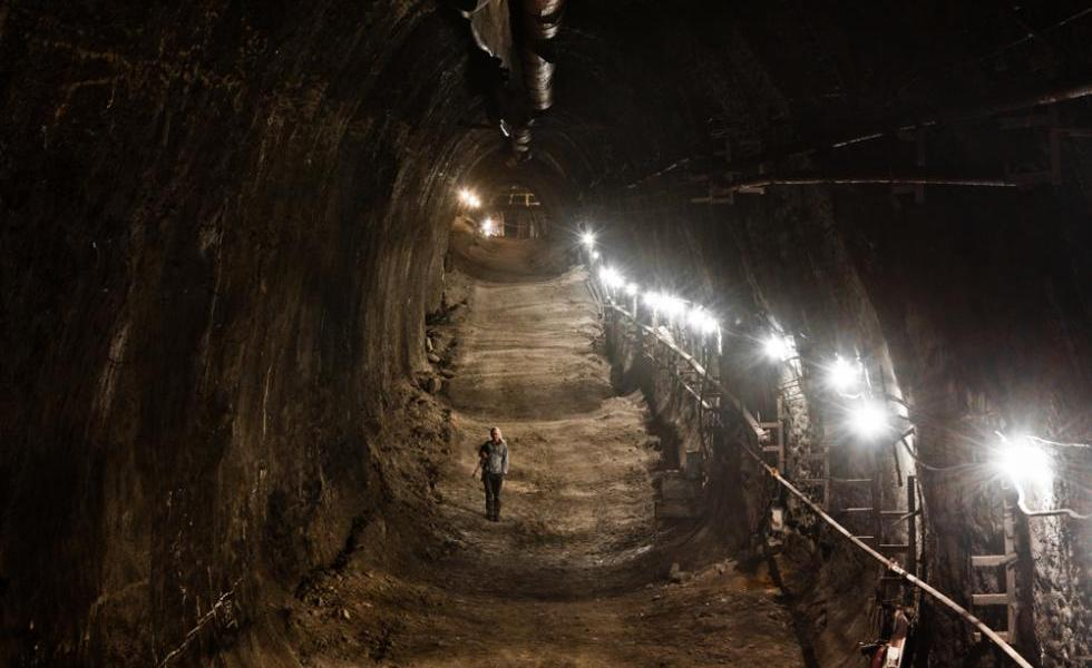 A digger wandering in a passageway under Moscow in 2012