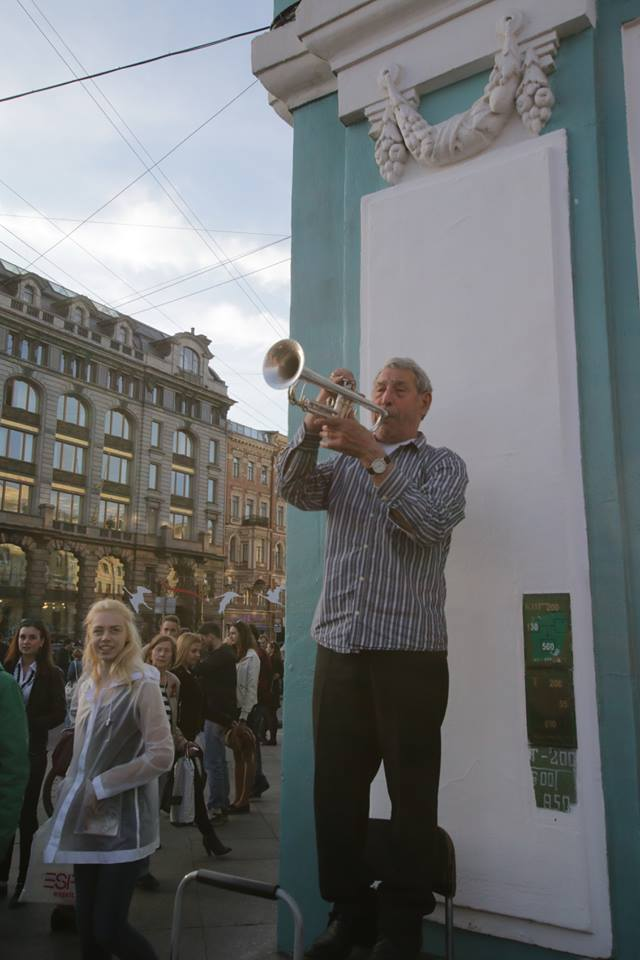 Uncle Misha playing outside the Nevsky Prospekt subway station in downtown Petersburg. Photo by Vadim F. Lurie