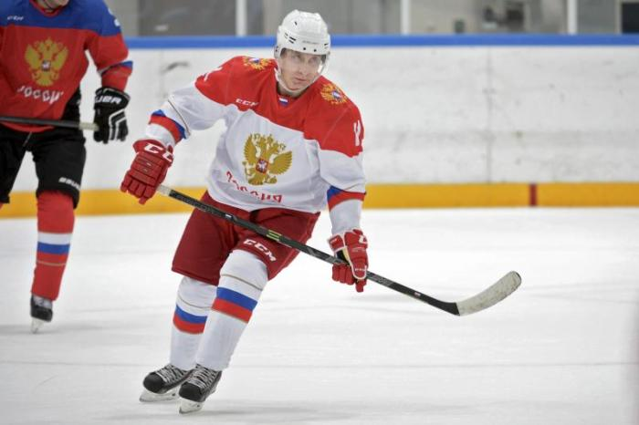 motyl-lightsoutforputin_hockey
