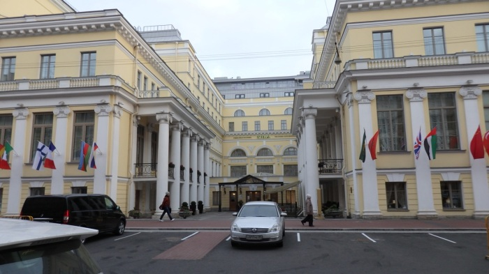 The former Leningrad Food Industry Workers House of Culture, now the State Hermitage Hotel. Pravda Street, 10, Petersburg, October 20, 2015. Photo by the Russian Reader