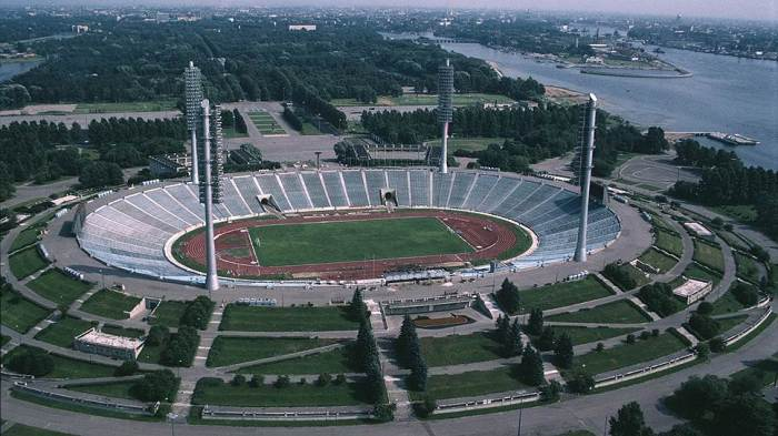 The site of the new stadium was previously occupied by the Kirov Stadium, a federally listed architectural landmark, built by constructivist architect Nikolsky in
