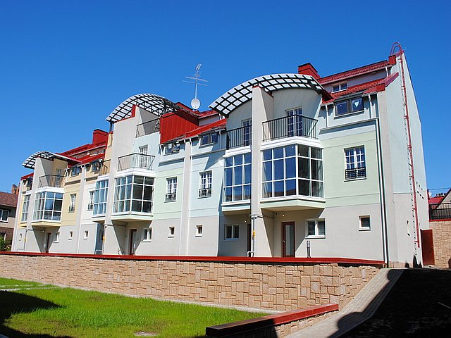 Baltic Commerce's previous masterpieces include the so-called Portafino Townhouses in the Kolomyagi neighborhood. Photo courtesy of Baltic Commerice