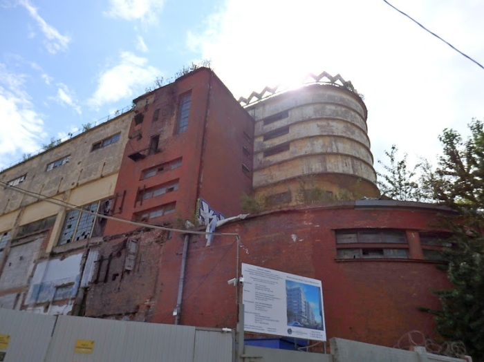 Does this look a historically preserved building to you? To my eyes, it looks like a candidate for the wrecking ball.