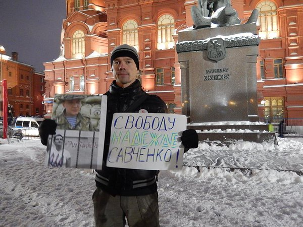 Ildar Dadin, protesting the imprisonment of Ukrainian pilot Nadja Savchenko. Photo courtesy of Russian Avos