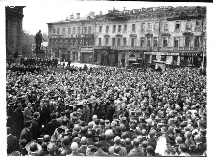 Georgi Plekhanov's funeral, Petrograd, 1918. Photo courtesy of humus.livejournal.com