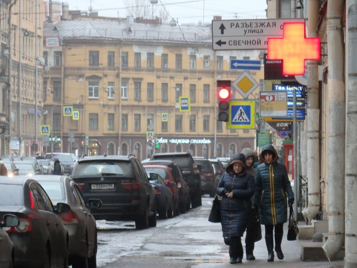 Another typical street scene in central Petersburg, 27 January 2017. Photo by TRR