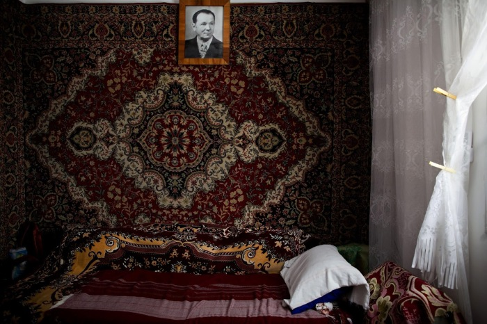 russian_carpet_on_the_wall